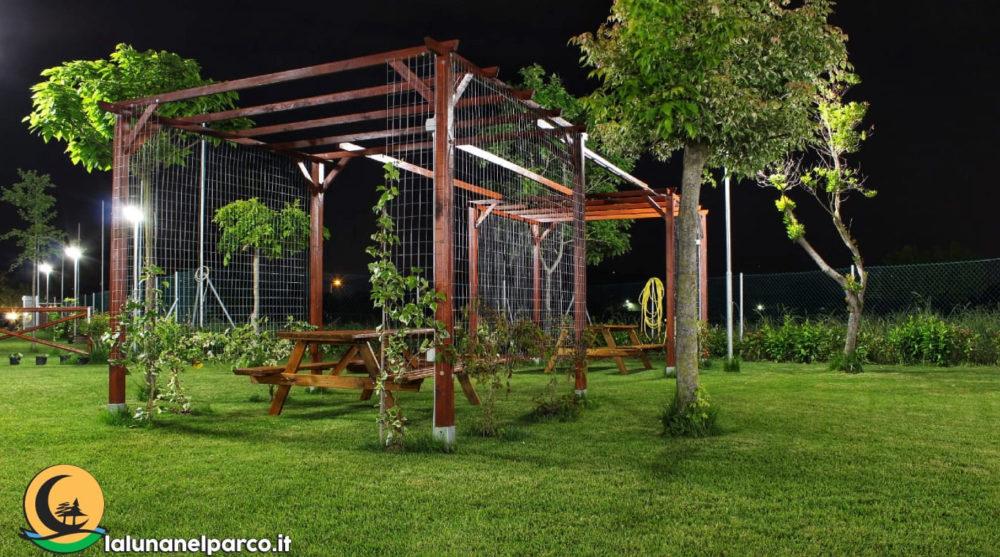 la_luna_nel_parco_gazebo